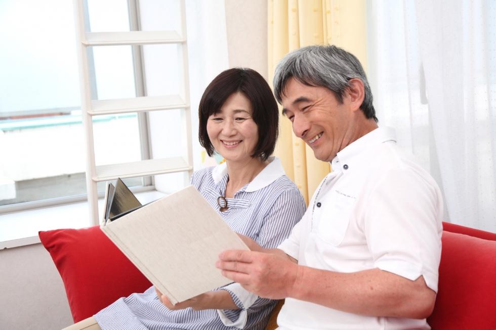 夫婦で遺言書を作成すると、奥様の作成料金が半額になるお得な割引プランがございます。